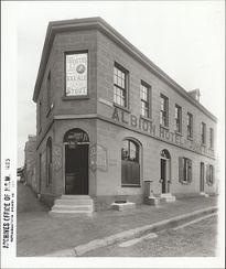 Albion_Hotel,_corner_Darling_and_Nicholson_Streets,_Balmain_(7750025068)